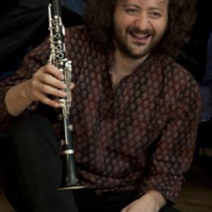 Clarinetto, flauti, didjeridoo, tastiere, banjo,